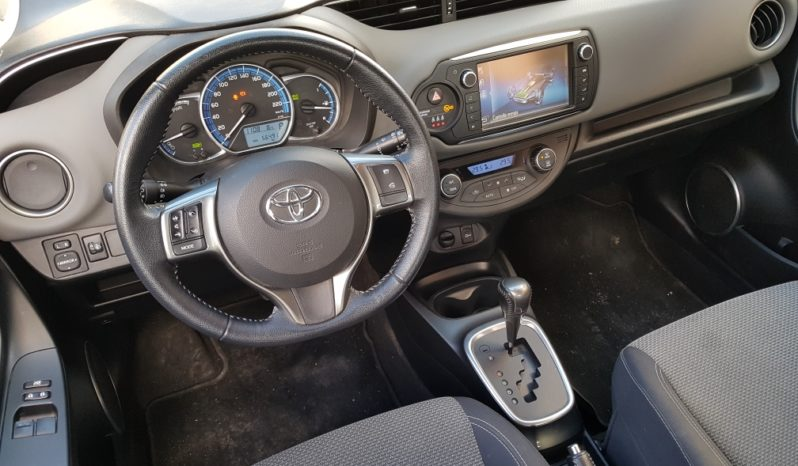 TOYOTA YARIS HYBRID LOUNGE completo